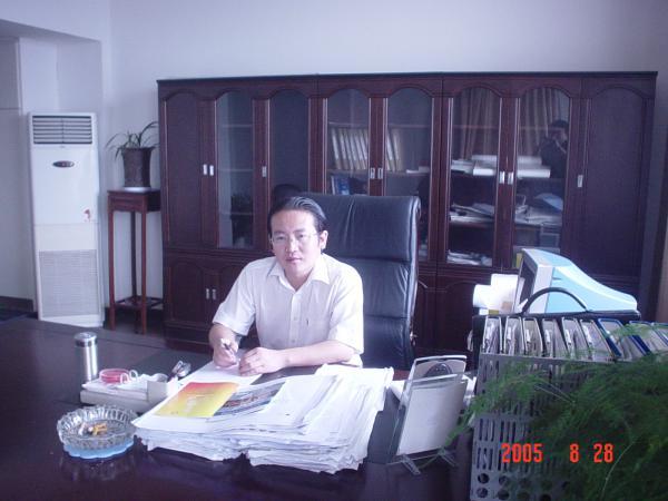 富建集团副董事长 王群 90级校友.jpg